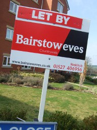 Shows a to let sign